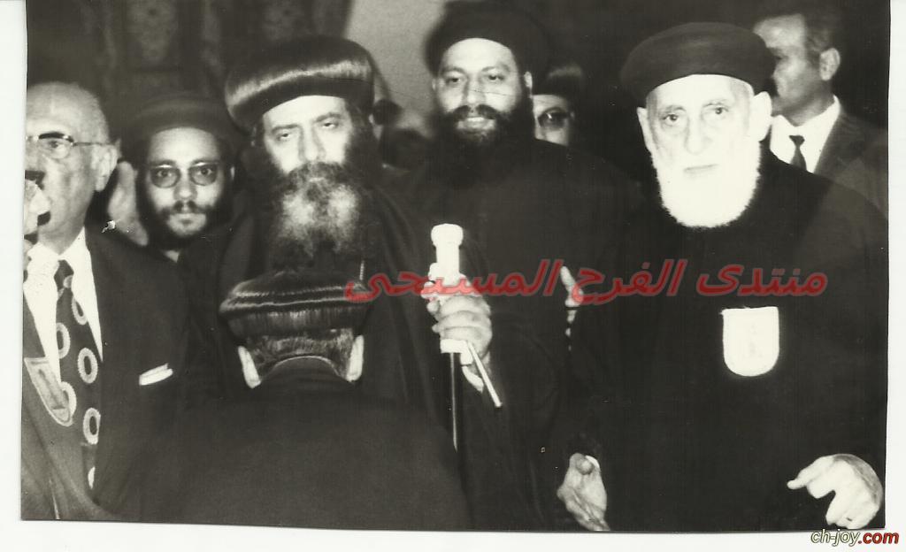 2 إبريل 1973-القمص قسطنطين موسى كاهن عذراء الزيتون يستقبل البابا شنودة فى الذكرى الخامسة للظهورات