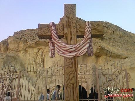 لماذا نحن نكرم الصليب فنرشمه ونلبسه ونمسكه ونعلقه ونقبله ونأخذ بركته