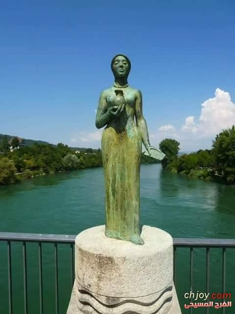 تمثال القديسة الصعيدية التي علمت اوربا النظافة