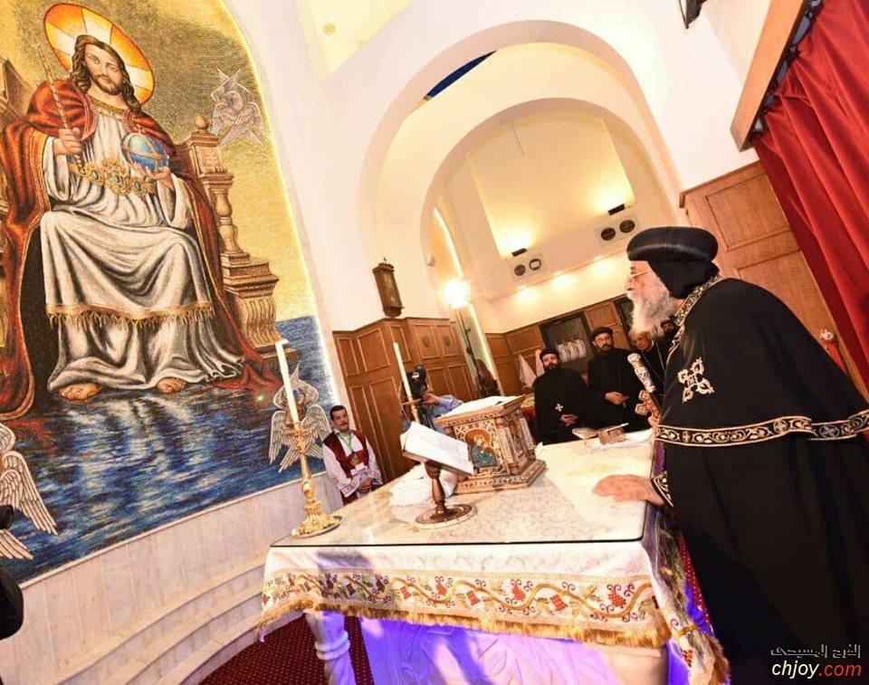 ثقلت حمولى (صورة لقداسة البابا تاوضرواس وهو يناجى رب المجد)