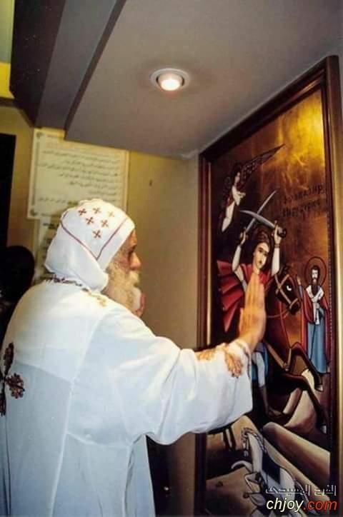 البابا شنودة الثالث مع صورة القديس العظيم الشهيد فيلوباتير مرقوريوس أبو سيفين