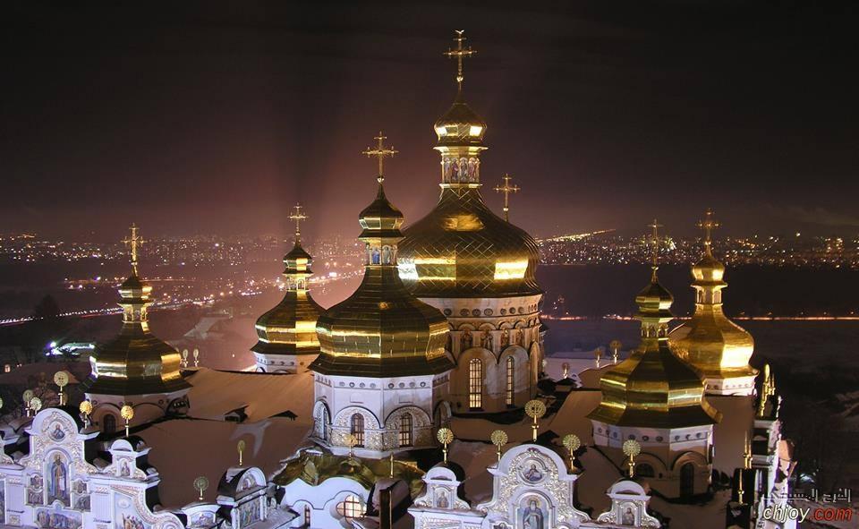 دير لافرا في أوروبا الشرقية رمز الأرثوذكسية