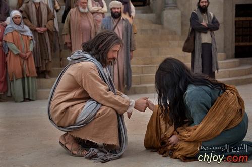 كُلُّ مَنْ يَنْظُرُ إِلى ٱمْرَأَةٍ لِيَشْتَهِيَها فَقَدْ زَنى بِهَا في قَلْبِهِ
