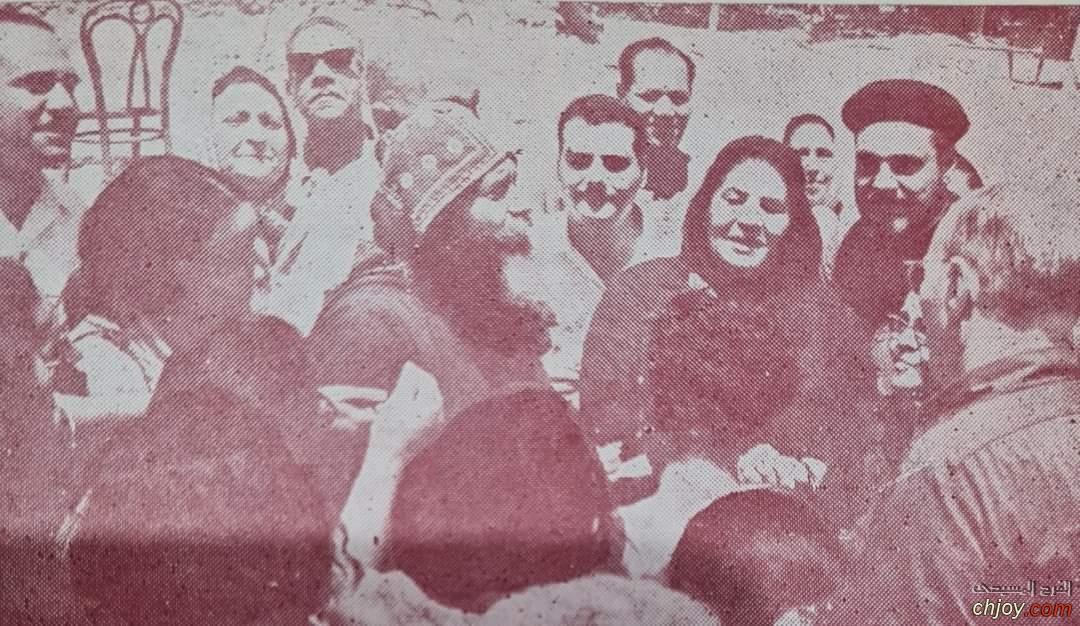 البابا الغالي وسط اولاده  صورة من سنة 1972