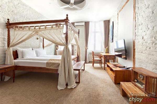 السرير بالعمدان الأربعة Canopy Bed