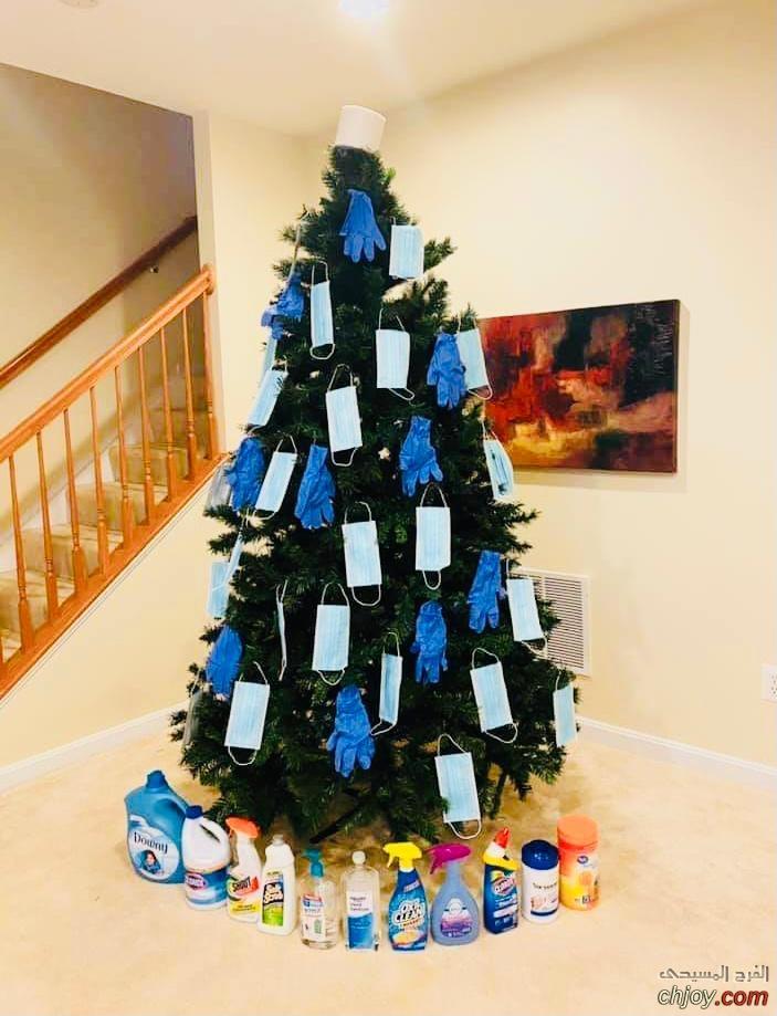 هل يجوز أن تُزَيَّن شجرة الميلاد بالكمامات والقفّازات والمواد التعقيميّة؟