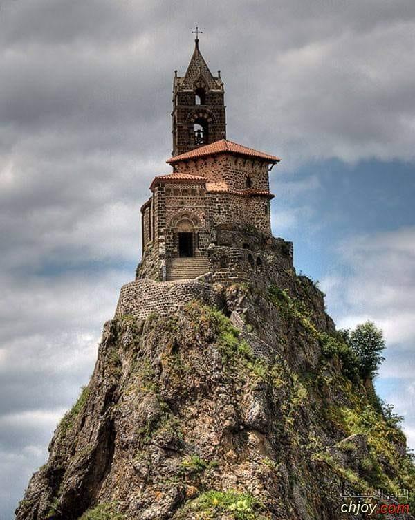 صورة رائعة جدا لكنيسة القديس ميخائيل في فرنسا