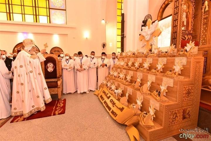 صور  البابا تواضروس اثناء اعداد الميرون المقدس