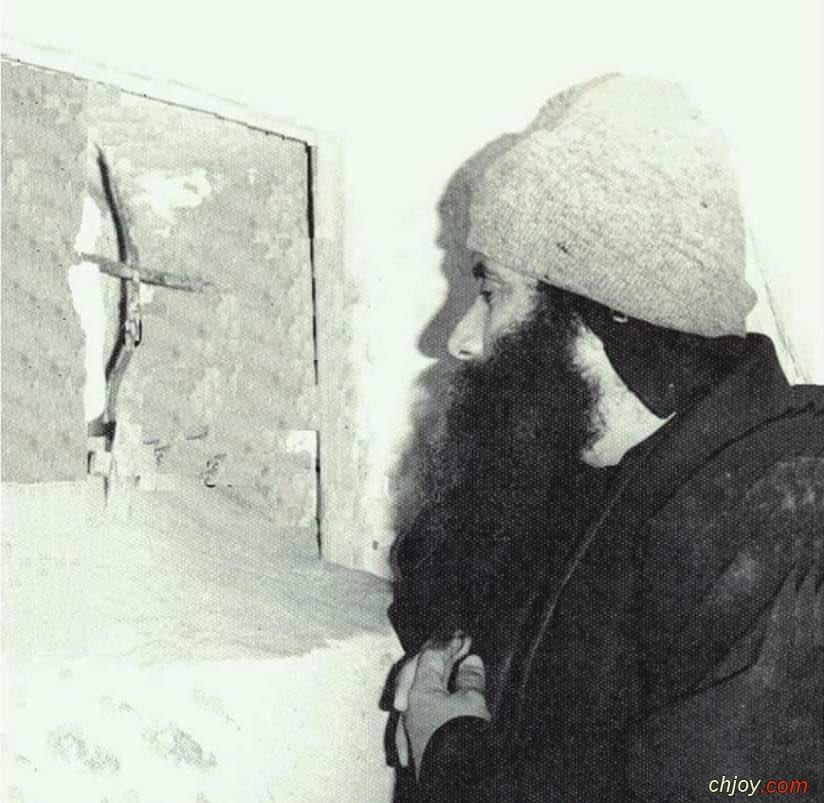 صورة نادرة جداً لمعلم الأجيال البابا شنودة الثالث