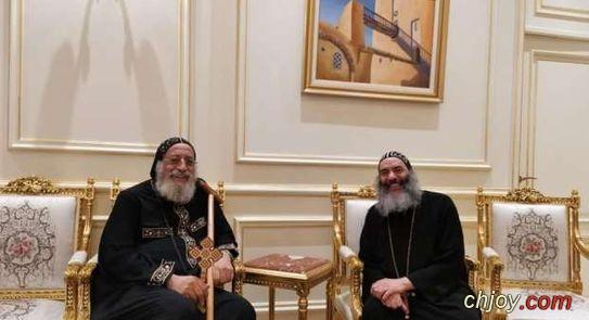 صورة البابا تواضروس مع الأنبا كاراس المتنيح
